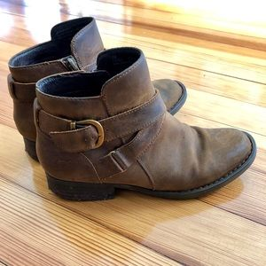 Brown Born booties, gently used. Size 7M.